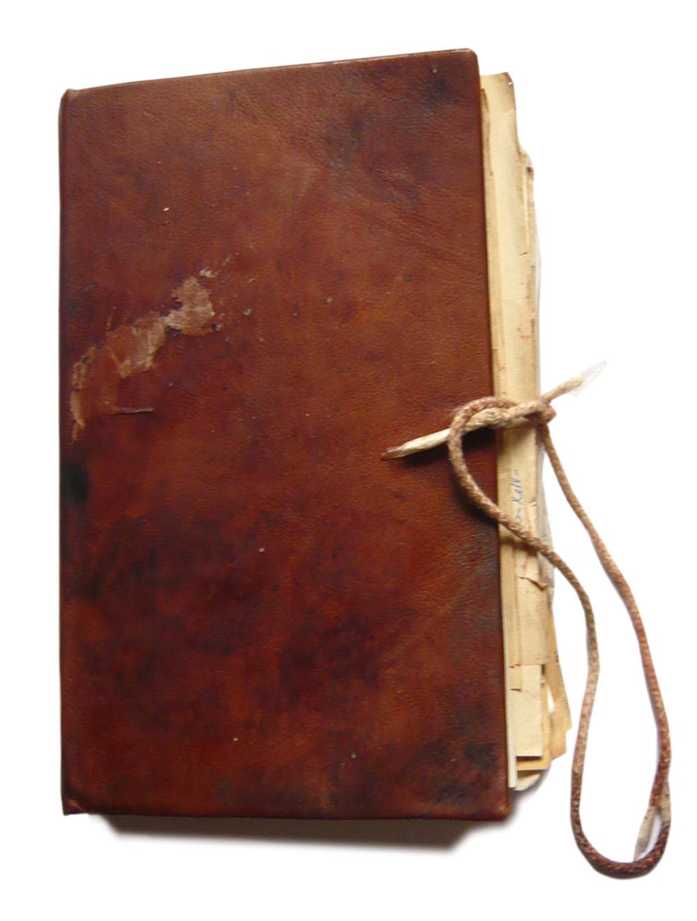 Spezialrequisite // Tagebuch Stasi-Knast / Umschlag patiniert
