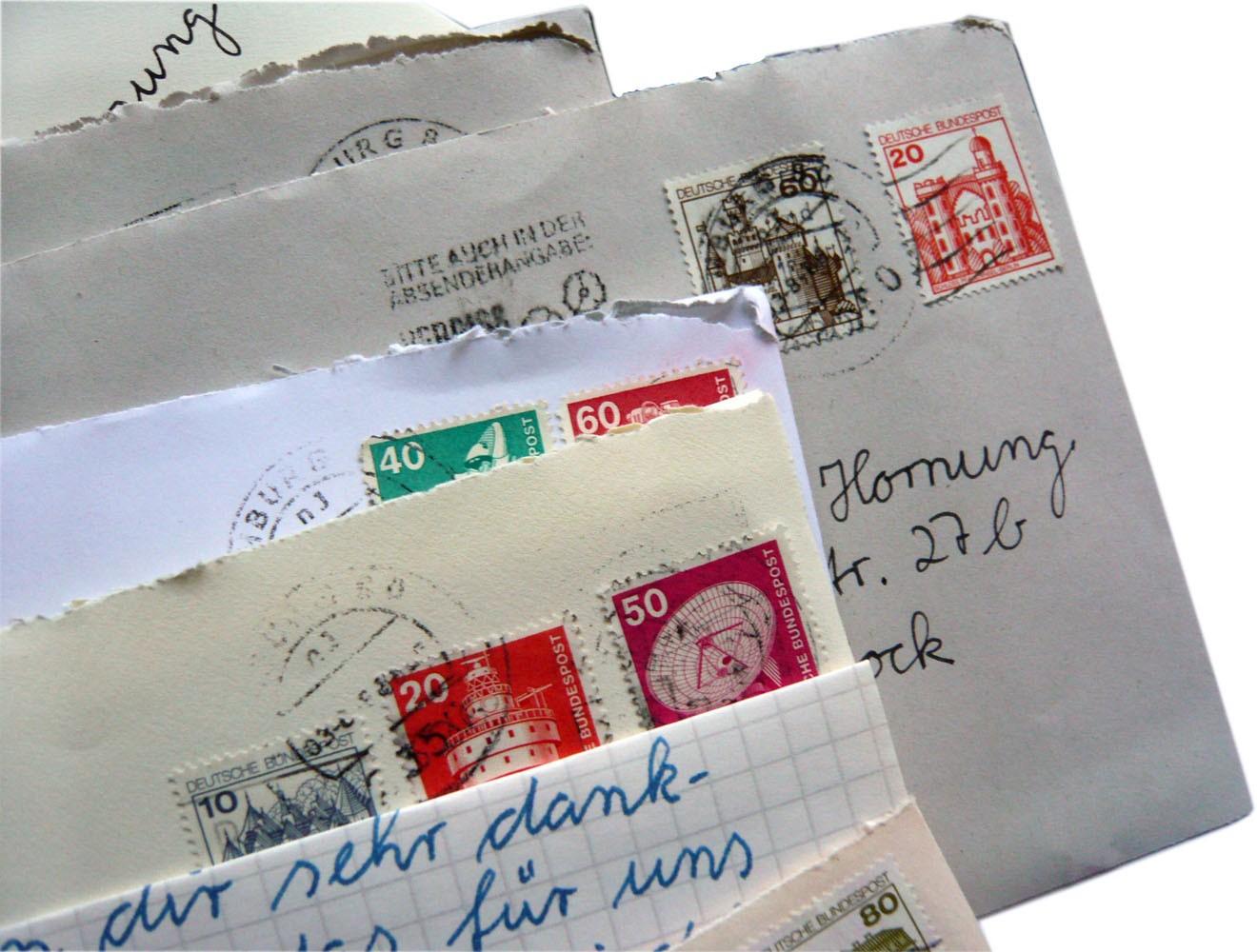 Spezialrequisite // Briefumschläge mit Marke und Stempel