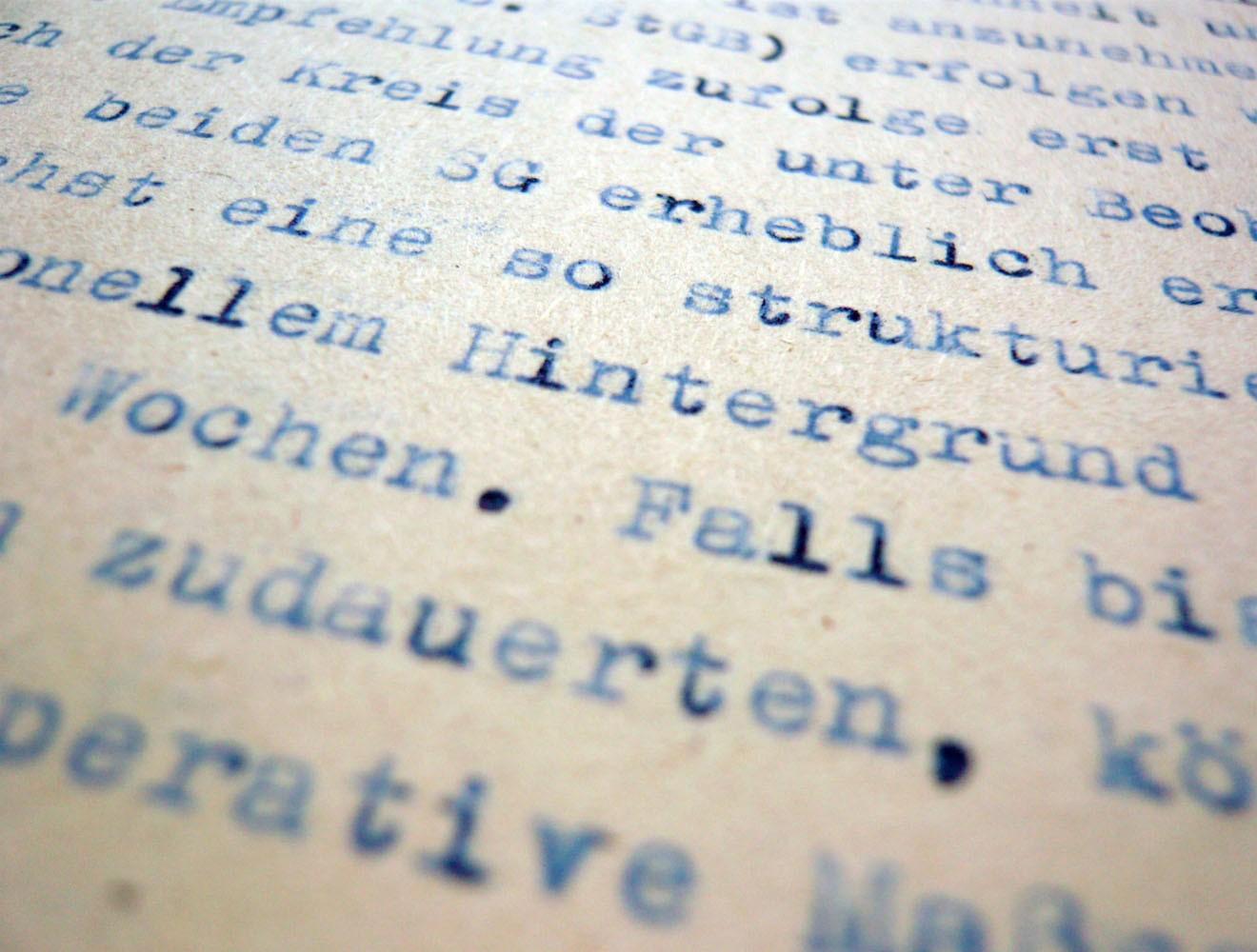 Spezialrequisite // Stasi-Akte, Blaupause / nah